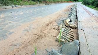 Calçamento da estrada geral do Baú Baixo e Baú Central - Rogério do PT, Vereador Rogério,