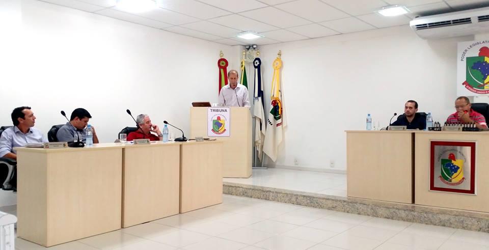 Vereador Rogério discursando na Tribuna da Câmara de Vereadores - Rogério do PT, Vereador Rogério,